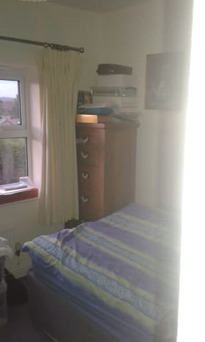 Family House with spare bedroom - Gamston - House