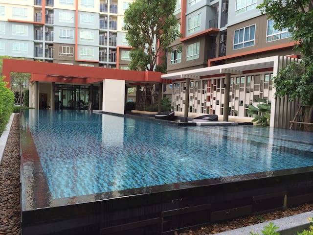 Modern-Apartment with Poolview