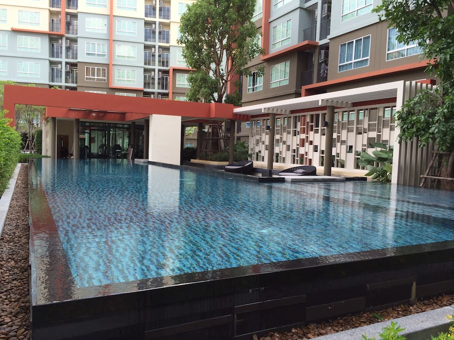 Wonderful Common Pool area just outside the apartment!