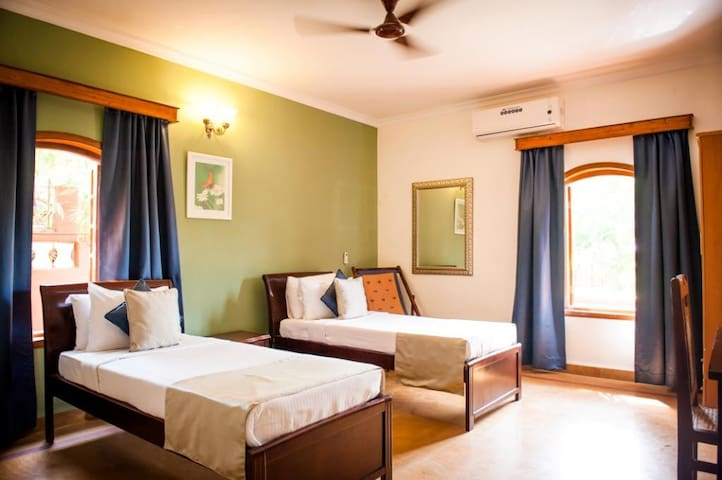 Goa Luxury Homes: 3 bedroom Premium Garden Villa - Candolim - Bed & Breakfast