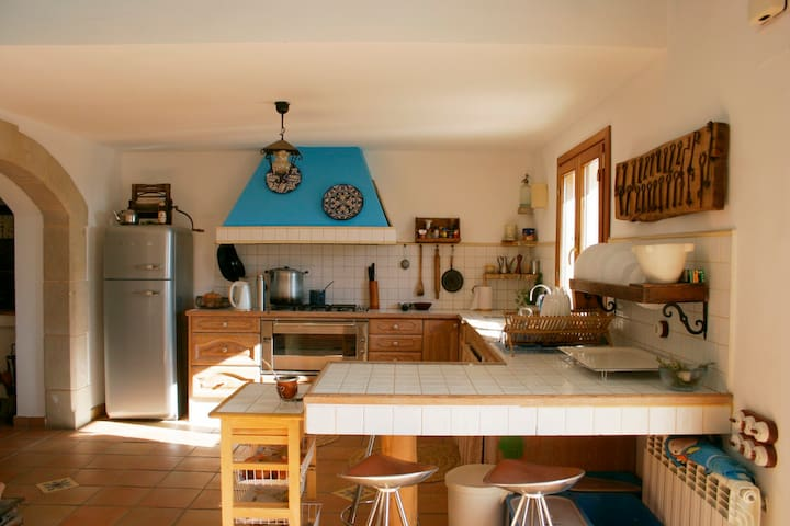 Renovated Farm House in wine region - Castellví de la Marca - Hus