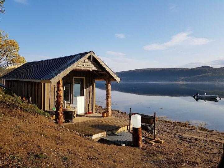 Senja Fjord-house! Old styled / simple facilities.