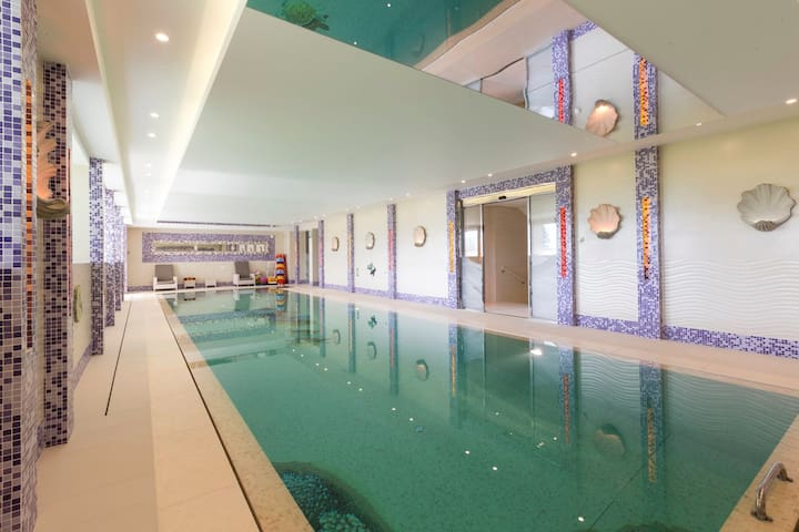 Super Luxury 7BR chalet with  private Pool & Spa