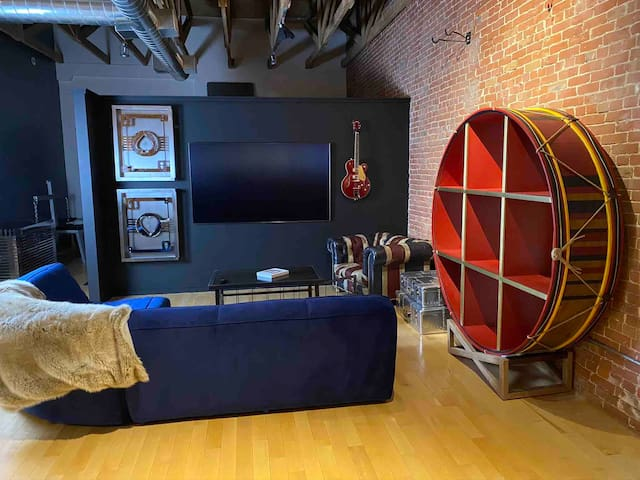 Magic loft with dungeon bed and office