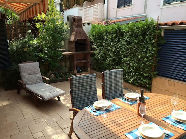 Blue apartment with nice terrace - Malinska