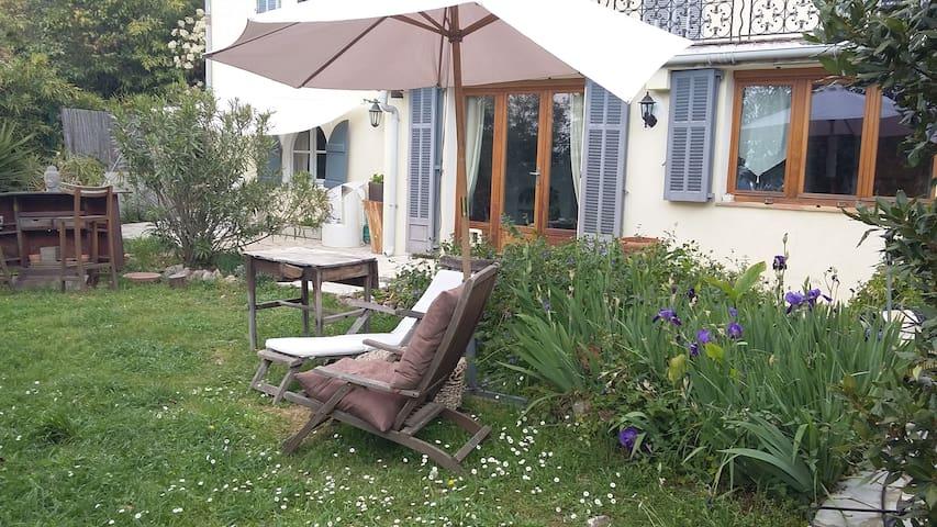 Bas de villa avec jardin - Grasse - House