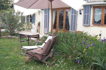Bas de villa avec jardin - Grasse - Maison