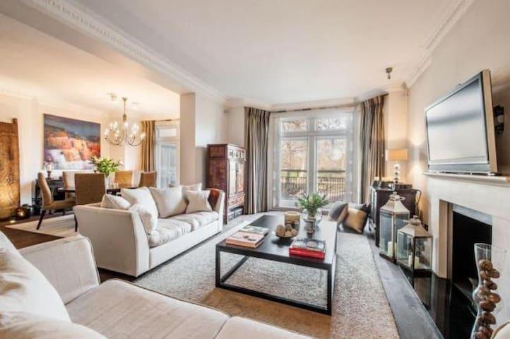 Knightsbridge Luxury 4 Bedroom En Suite Apartment