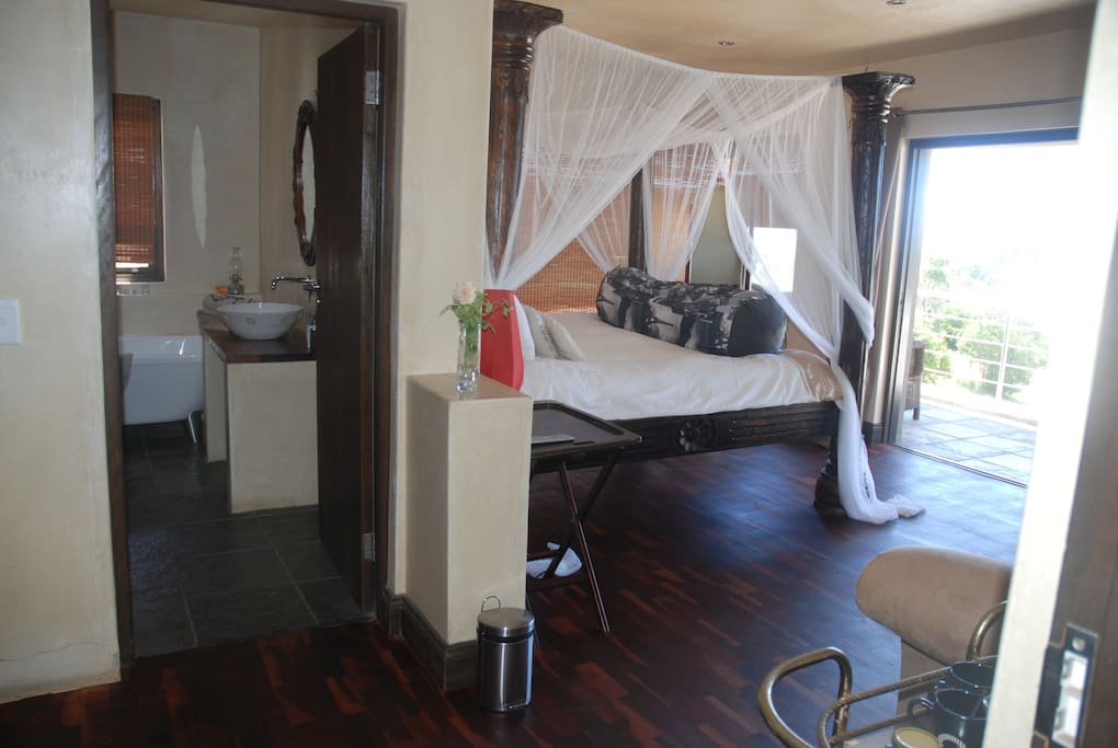 four poster bedroom with own balcony overlooking the bay & Robberg Nature reserve