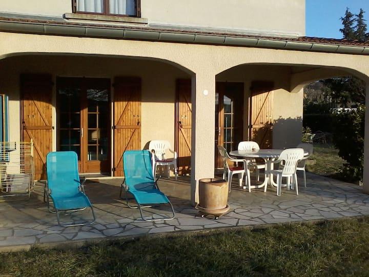 Gîte 2 étoiles avec terrasse privée et jardin clos