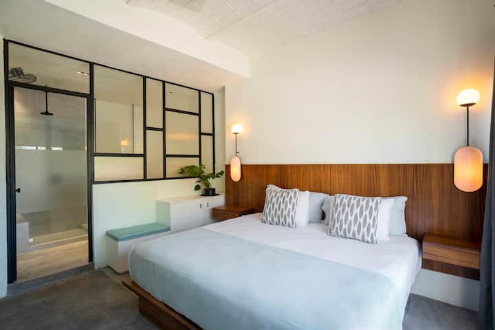 Suit 9 Casa Pia. Affordable Room,everything close.