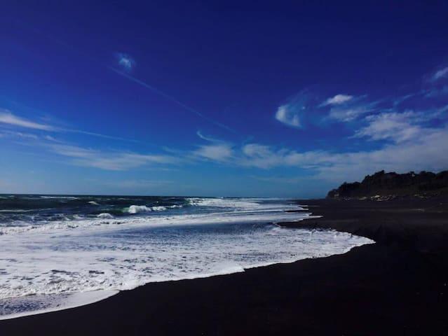 Mokau beach bach