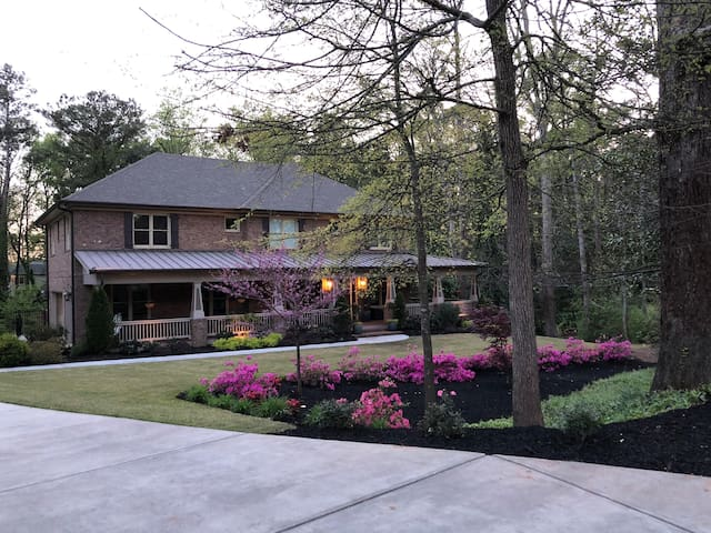 Stunning ATL (Brookhaven) home for SuperBowl W/E!
