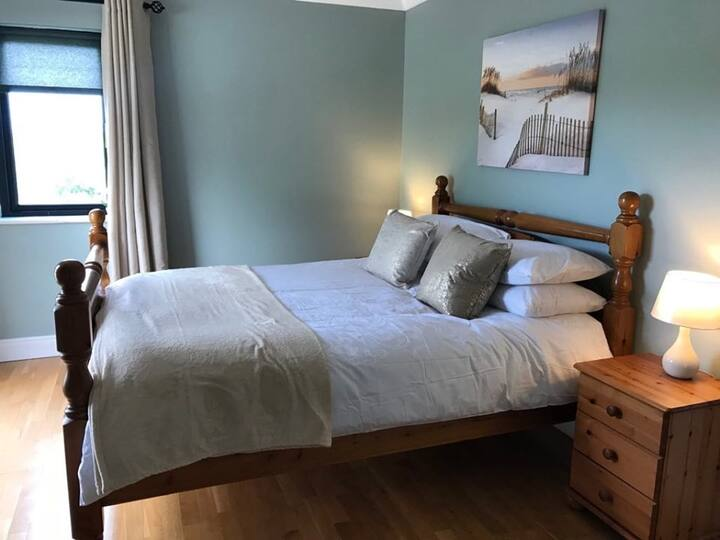 ★Beach Retreat | King bedroom with ensuite 	★