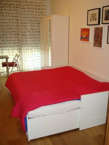Camera singola in appartamento. Michele & Paolo