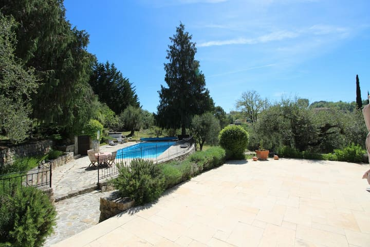 Studio in the country, 20 min. from Airport Nice - Le Rouret - Apartemen