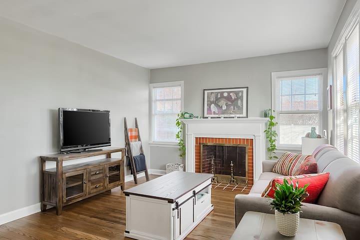 Owls Hoot: North Hampton Cozy Apartment w/laundry.