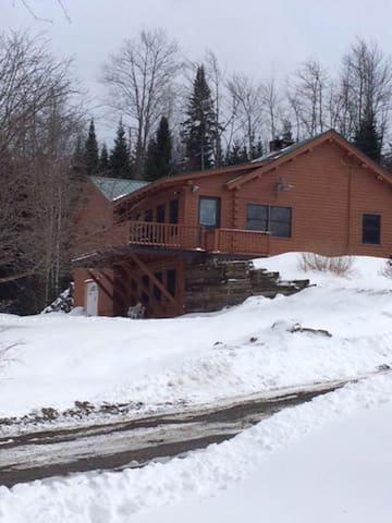 LOG RANCH/ 20 ACRES -DIRECT SNOWMOBILE/ATV  ACCESS - Clarksville - Mökki