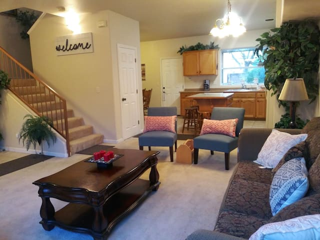 Spacious 3 bdr/ 2.5 BR- 32 miles to Sequoias