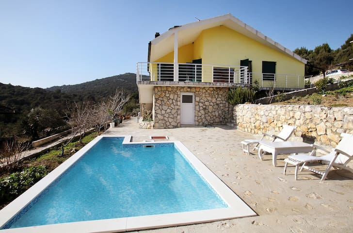 Beautiful Villa with Pool - Vinišće - Vila