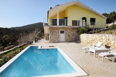 Beautiful Villa with Pool - Vinišće