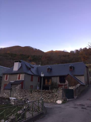 Gite de Montagne dans l'authenticité et le confort - Bareilles - Szállás a természetben