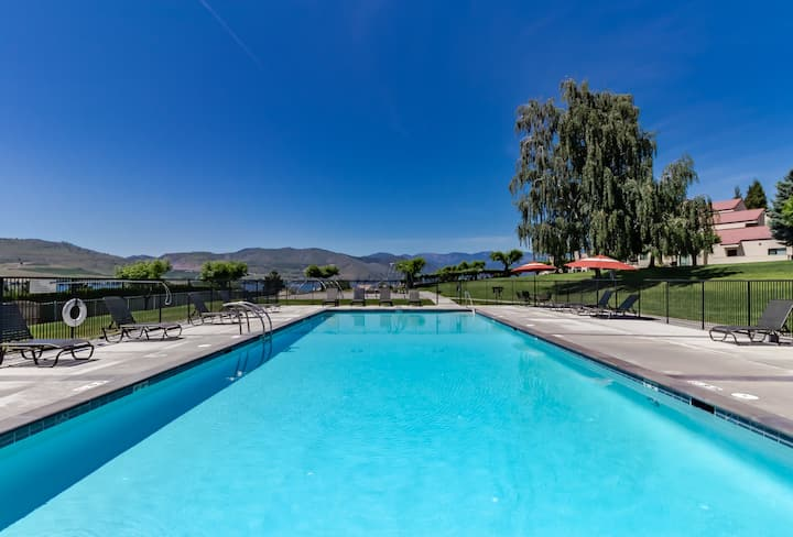 Lakefront condo with mountain views, shared pool & hot tub!