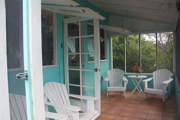 Watercolours Waterfront Coconut Cottage, Abaco