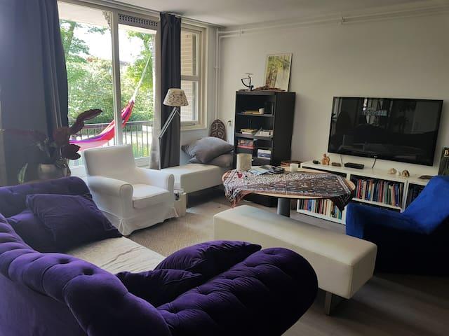 Spacious apartment with hammock near lake