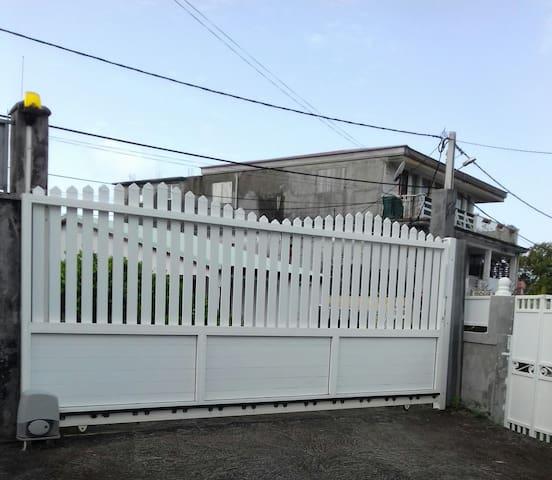 Maison fleurie ,sécurisée,à 2 km de la plage