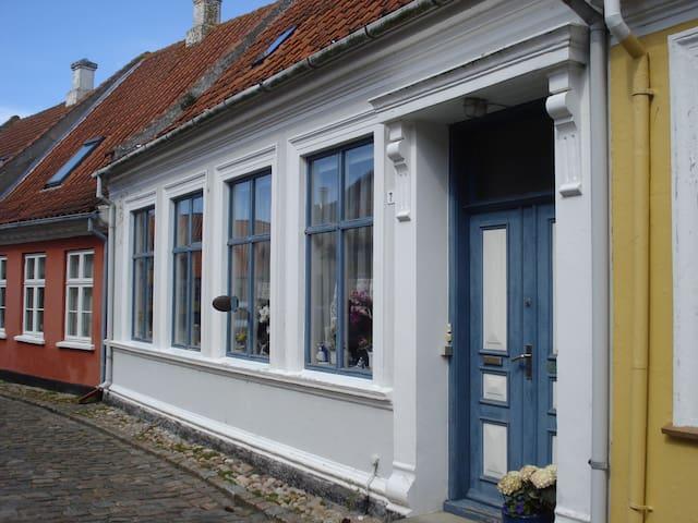 Lejlighed i Ærøskøbing tæt på færgen. - Ærøskøbing - Lägenhet