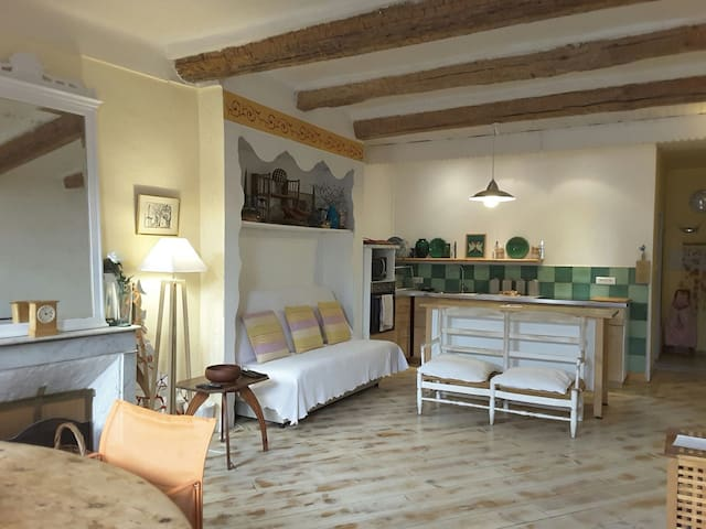 SPACIOUS CENTRAL /PORT APARTMENT 65m2 - OLD TOWN