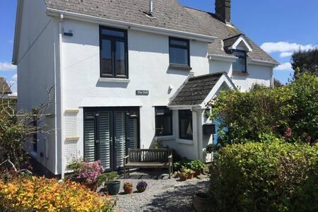A lovely seaside apartment in Port Eynon, Gower