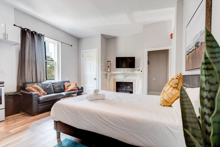 Historic Studio Apt - Stay in the Famous Frank Furness Building
