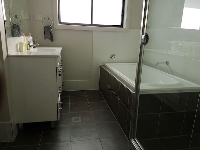 Affords Private Room & Bathroom in Brand New House