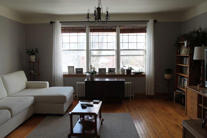 Superbe chambre chaleureuse - Sherbrooke - Byt