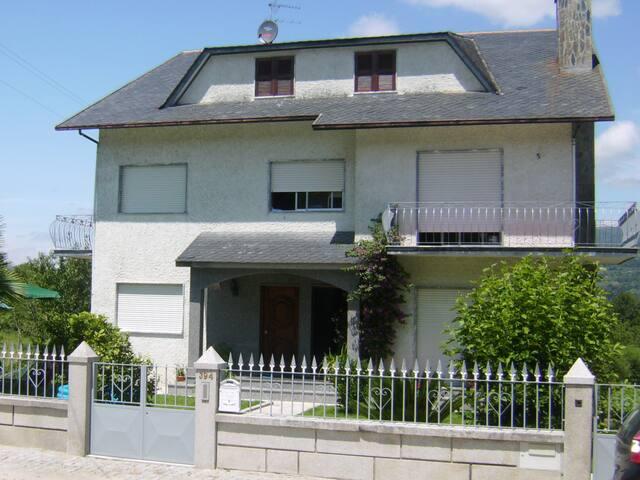 Wohnung in Resende mit Ausblick ins Grüne