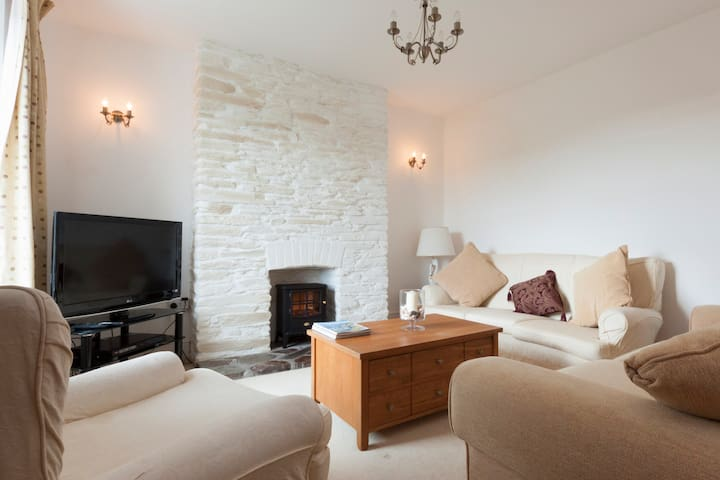 Lovely peaceful comfy cottage in a great location