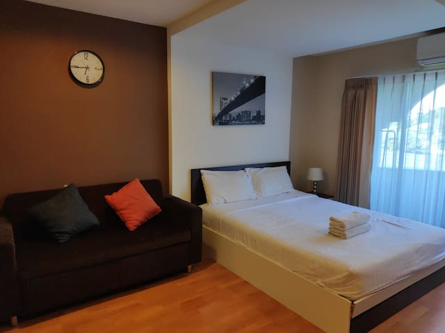 Cozy Room by Ying Near Central airport &Old City