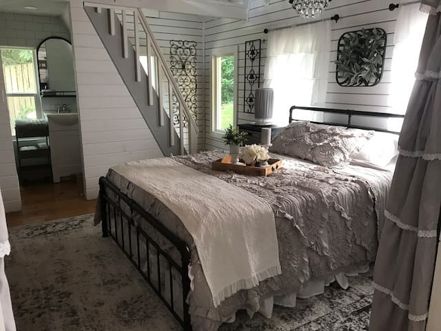 Whispering Willow Guest Cottage