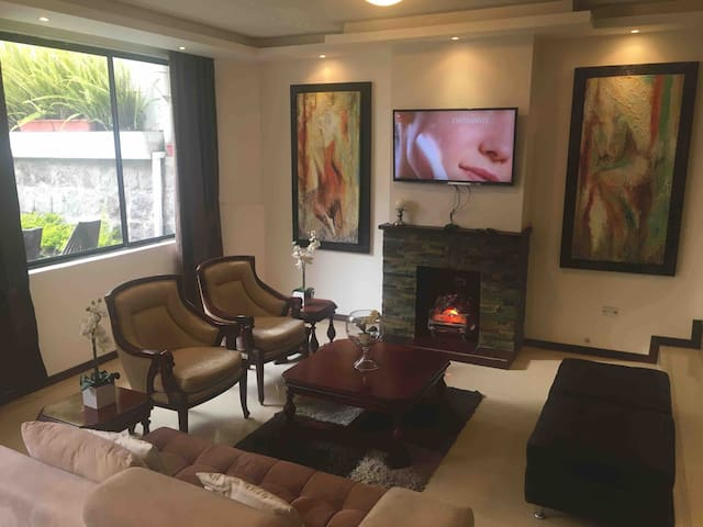Modern Apartment in Quito 120m2 w/covered patio