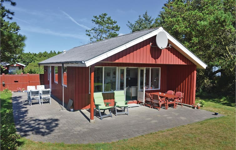 Holiday cottage with 2 bedrooms on 65 m² in Ringkøbing