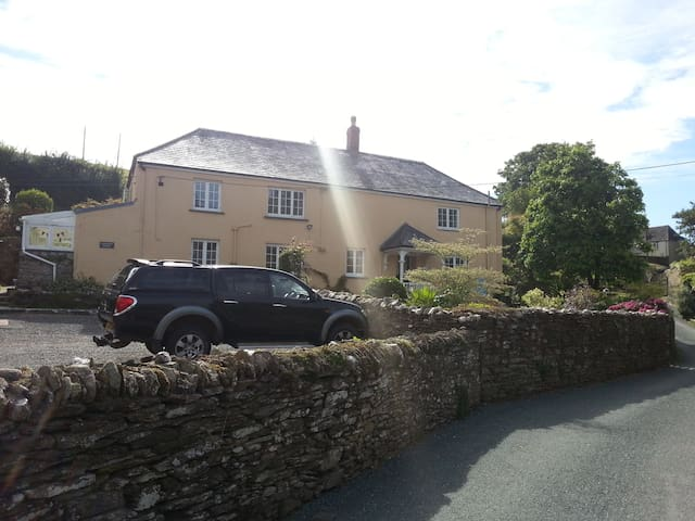 Farmhouse in picturesque Hamlet(1) - kingsbridge - Bed & Breakfast