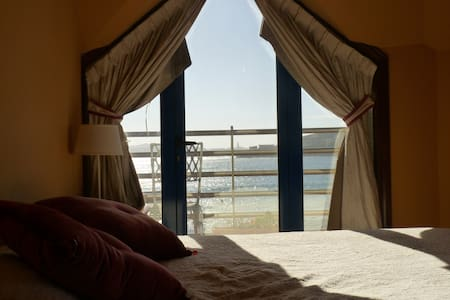 Flat in front of the sea. Superb sea views - Apartment