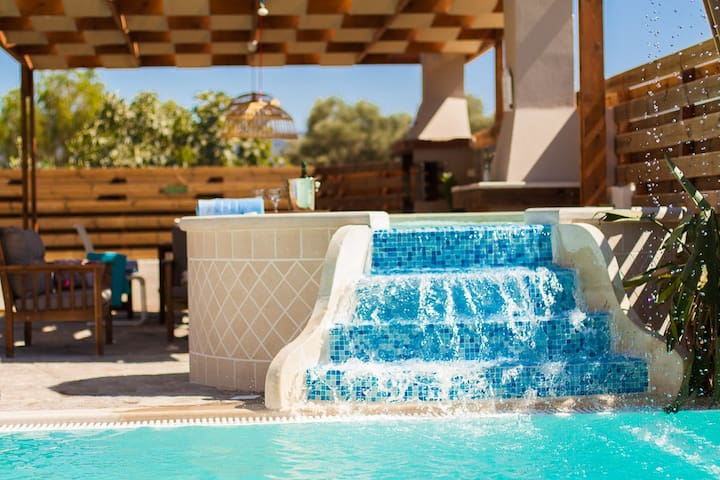 An aspect of the stunning jacuzzi.