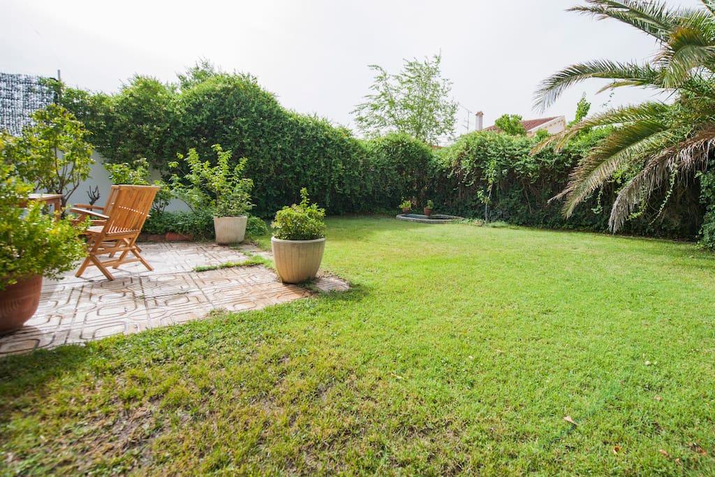 precioso jardín donde relajarse