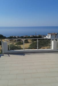 Apt: Stunning Sea & Mountain Views! With Pool+Gym! - Esentepe - Appartement