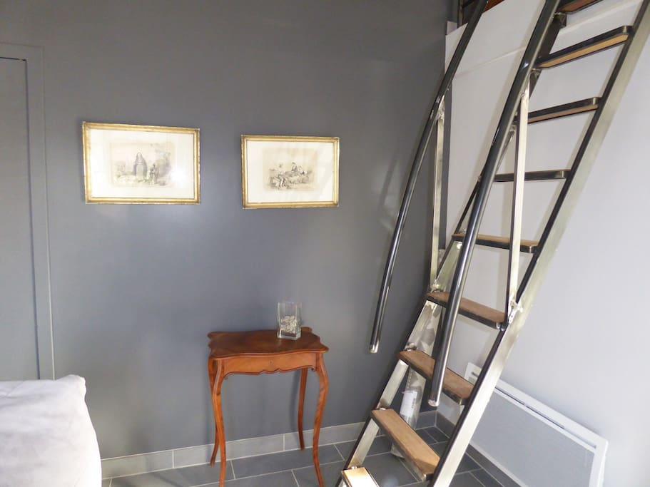 Escalier d'accés pour la mezzanine.