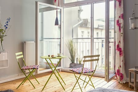 Central Berlin apartment with WiFi