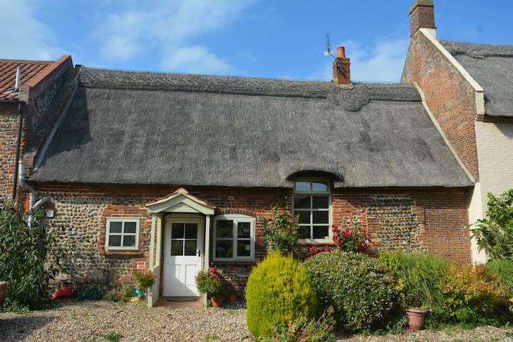 A beautiful cottage by the Sea - Happisburgh